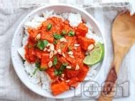 Рецепта Веган къри от сладки картофи, домати, кокосово мляко и фъстъчено масло